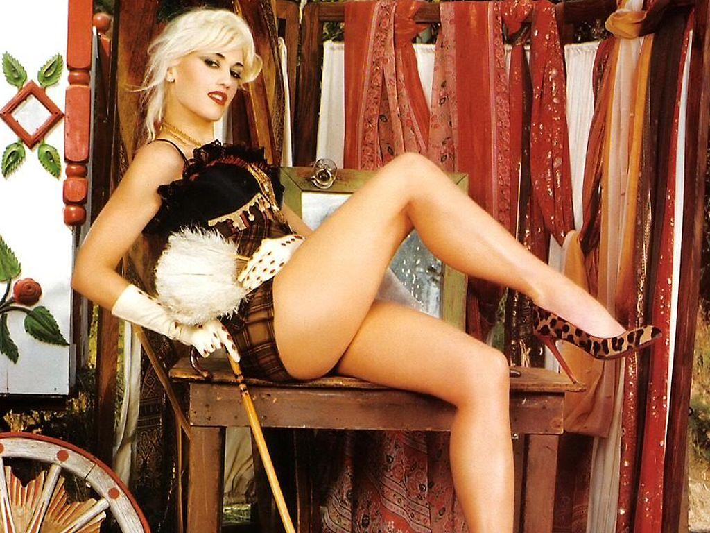 Gwen Stefani Films Herself Masturbating